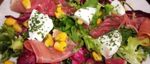 Receita de Salada com Presunto e Queijo Fresco