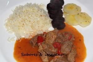 Carne Estufada com Pimentos Vermelhos 1